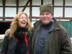 Steffi freut sich über die Staubsauger-Spende von Cord